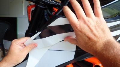 pose kit graphique : pression avec le doigt