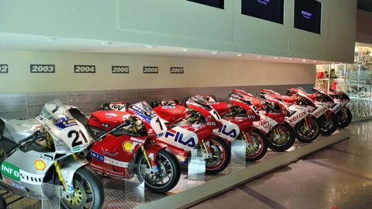 Viaggio dentro al Museo Ducati tra Moto da corsa, storia e piloti.