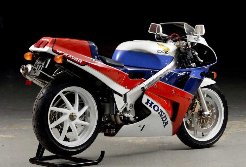 Honda VFR 750R RC30, La prima vera Superbike