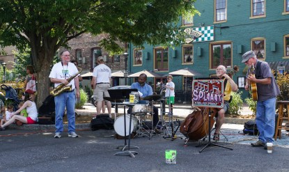 Live music on Stauntons Farmers Market