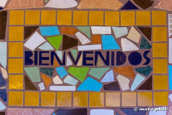 "Colorful tile patchwork saying ""Bienvenido"""