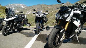 Motorräder am großer St. Bernard