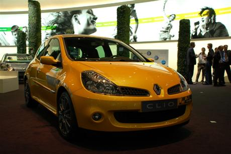 Renault Clio F1 Team R27 en Ginebra