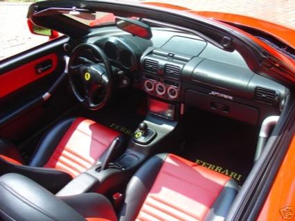 Réplica de un Ferrari 360 Spyder sobre un Toyota MR2