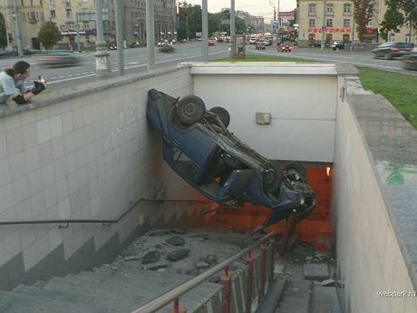 El coche que sólo quería coger el metro