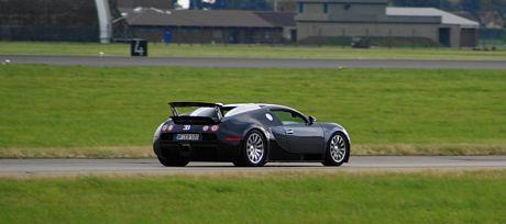 Top Gear empieza calentito: Bugatti Veyron vs Eurofighter Typhoon