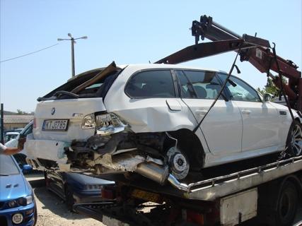 Los estragos de un pinchazo en un BMW M5 Touring