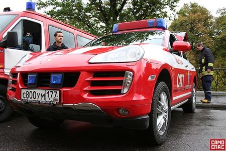 Los bomberos moscovitas estrenan el Porsche Cayenne Emergency Vehicle