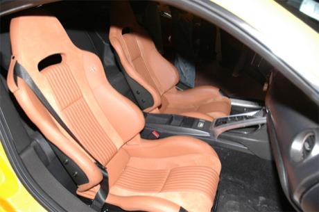 Alfa Romeo 8C en amarillo