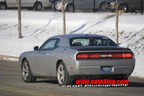 Dodge Challenger R/T y SRT8, sin camuflaje