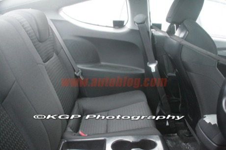 Hyunda Genesis Coupé, cazado con el interior y el motor al descubierto