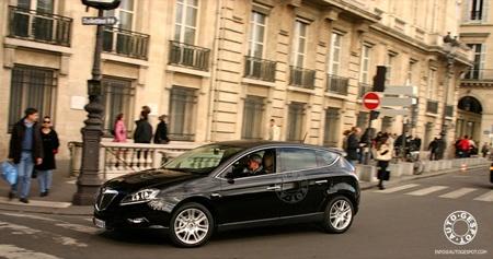 El nuevo Lancia Delta, cazado en París