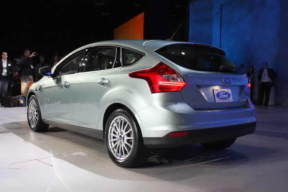 02-ford-focus-electric-ces-live