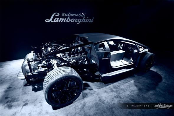 lamborghini-aventador-engine