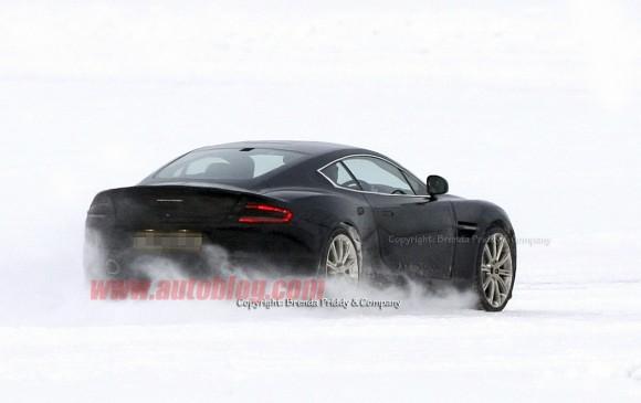 Aston Martin saca a pasear al esperado sucesor del DB9