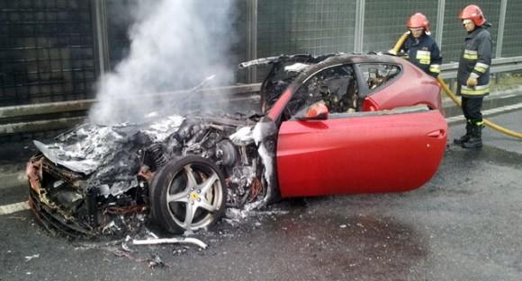 Aparece un Ferrari FF incinerado en Polonia