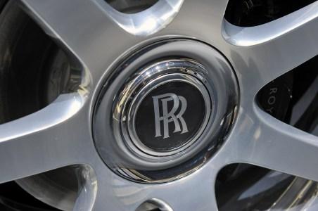 14-2014-rolls-royce-wraith-geneva