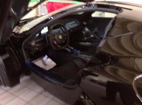 Samuel Eto'o adquiere un Ferrari LaFerrari negro