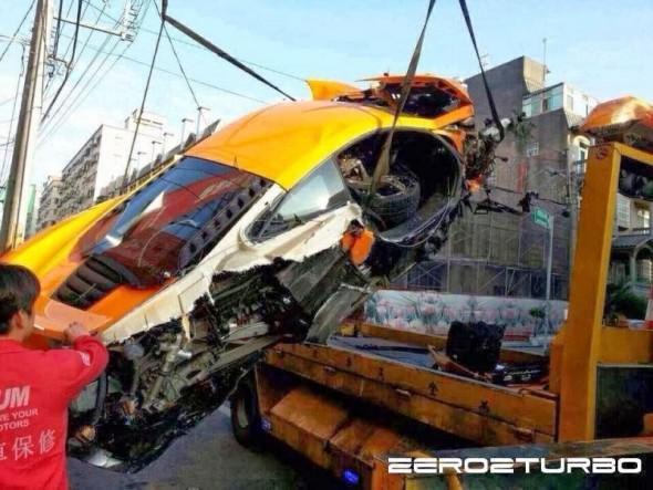 Destrozan un McLaren MP4-12C en Taiwán 3