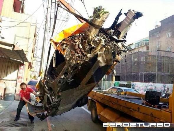 Destrozan un McLaren MP4-12C en Taiwán 4