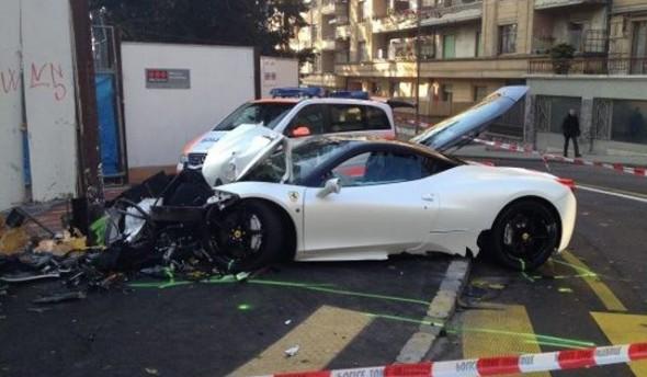Un chico de 20 años destroza un Ferrari 458 Italia en Suiza 2
