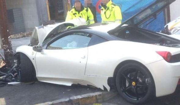 Un chico de 20 años destroza un Ferrari 458 Italia en Suiza 3