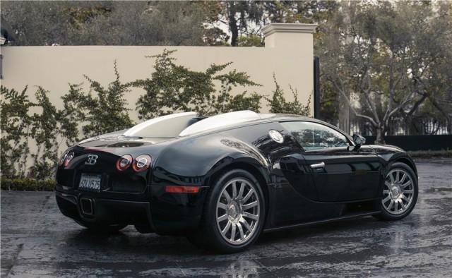 Simon Cowell vende su Bugatti Veyron 3