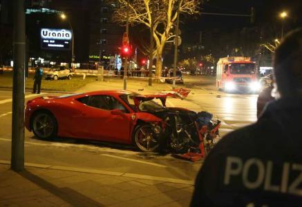 Accidente entre un Ferrari 458 Speciale y un Smart ForTwo