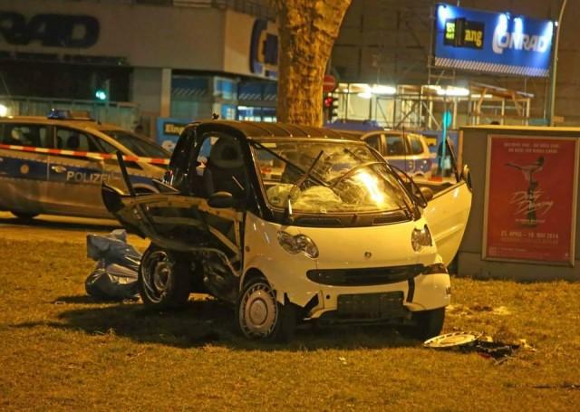 Accidente entre un Ferrari 458 Speciale y un Smart 2