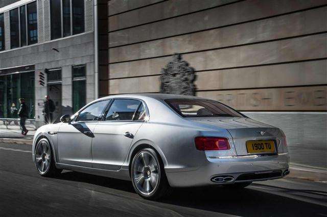 Bentley añade el V8 Twin Turbo al Flying Spur 1