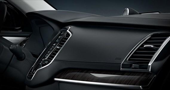 Volvo-XC90-2014-17