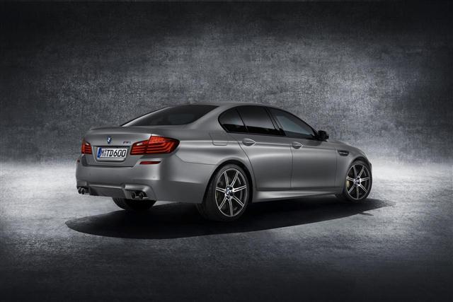 "BMW M5 ""30 Jahre M5"", oficial 1"