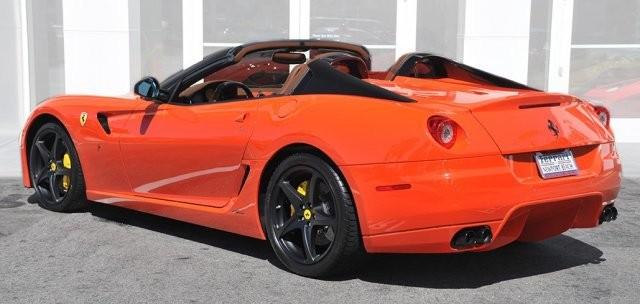Ponen a la venta un exclusivo y raro Ferrari 599 SA Aperta 4
