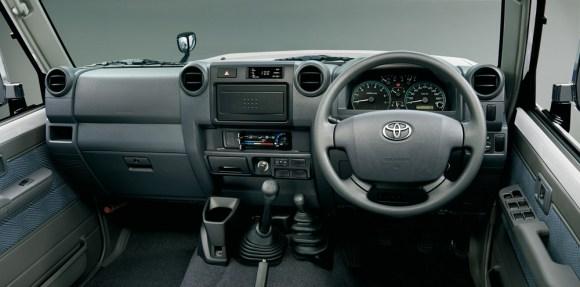 Toyota-Land-Cruiser-70-12