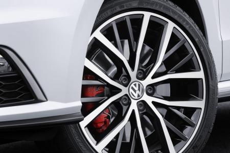 2015-Volkswagen-Polo-GTI-13