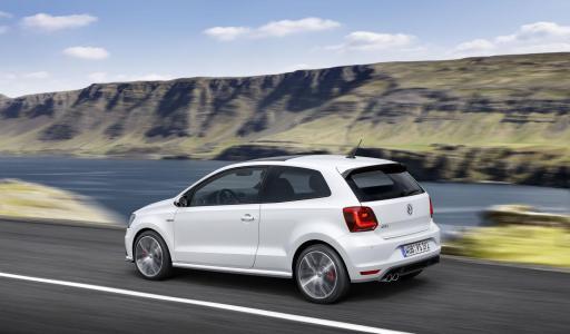 2015-Volkswagen-Polo-GTI-3