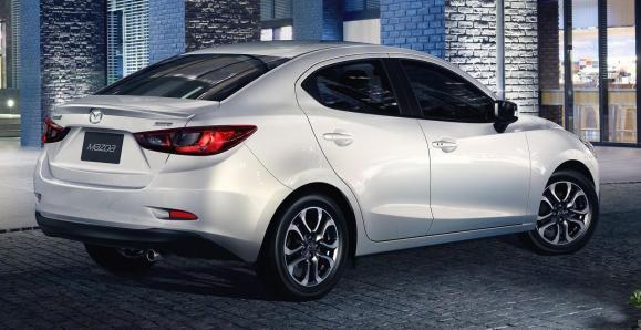 Mazda2-Sedan-15