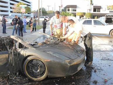 Arde un Lamborghini Gallardo en Florida mientras lo estaban probando