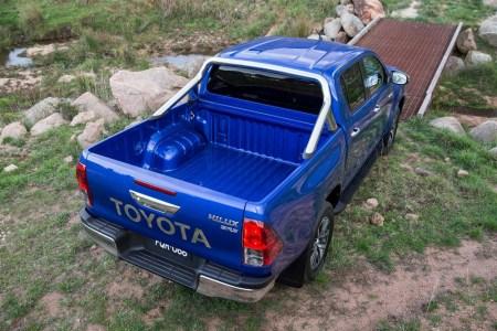 Toyota-Hilux-2016-7