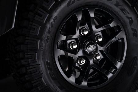 Land-Rover-Defender-2000000-16