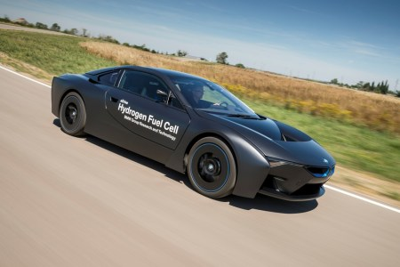 BMW-i8-Hydrogen-Fuel-Cell-Concept-11