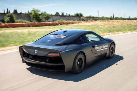 BMW-i8-Hydrogen-Fuel-Cell-Concept-12
