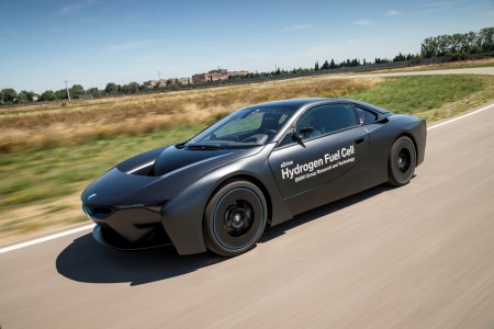 BMW-i8-Hydrogen-Fuel-Cell-Concept-8