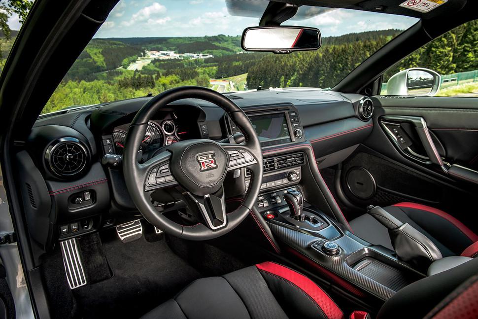 Nissan GT-R 2017: Godzilla parte de los 108.050 euros en España 1