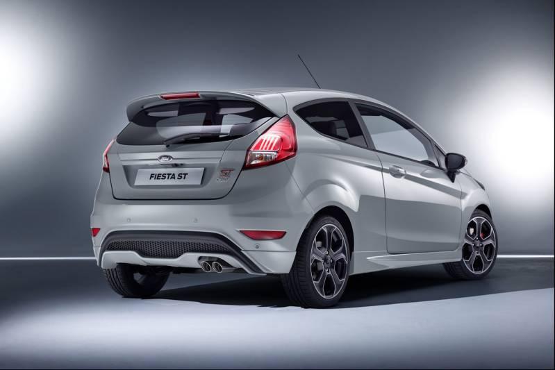 El Ford Fiesta ST200 arranca en los 22.750 euros... ¿merecen la pena los 3.375 euros adicionales frente al Fiesta ST? 1