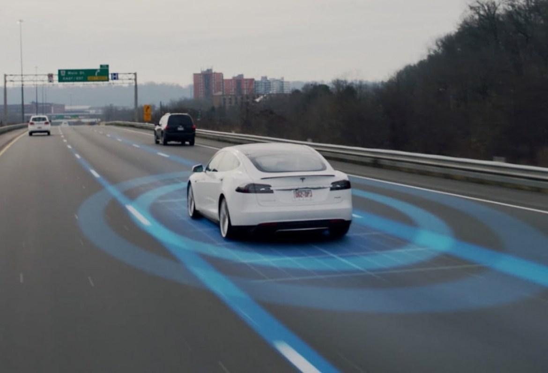 Fallece un conductor con el modo Autopilot activado en su Tesla Model S: La polémica está servida 1
