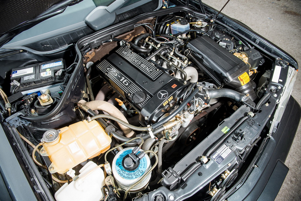 En venta: Mercedes 190 E 2.5-16 Evolution II con 1.500 kilómetros, necesitarás más de 200.000 euros... 14