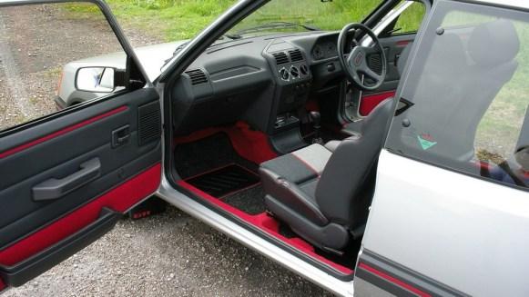 ¿Te gastarías 36.000 euros en un Peugeot 205 GTI en perfecto estado? Alguien lo ha hecho