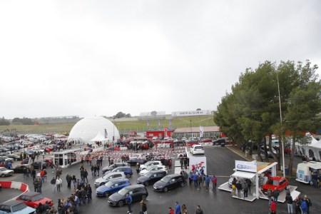 Así ha sido el 40º anivesario del Golf GTI en el Jarama: 1.500 unidades y 6.500 aficionados