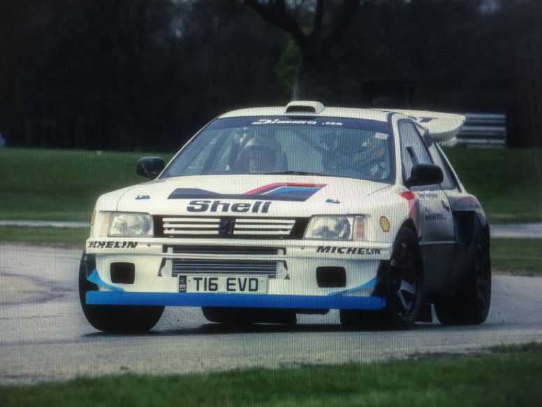 ¿Un Peugeot 205 T16 tuneado? Algo así... y con motor de Mitsubishi Lancer EVO VIII